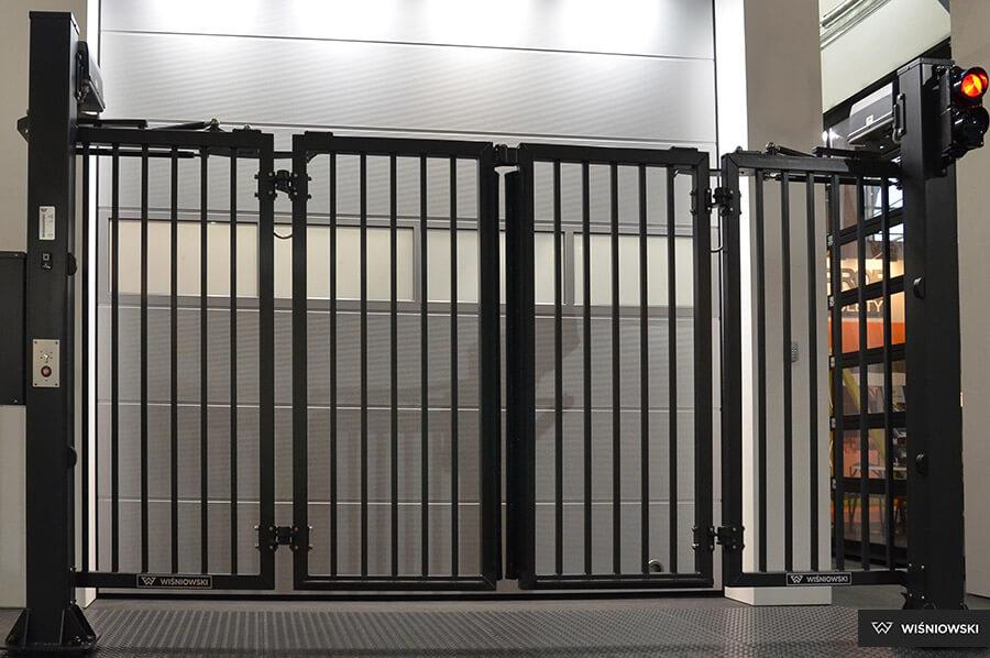 wiŚniowski v king folding gate