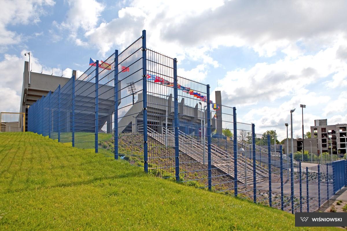 решетчатые заборы для промышленных предприятий - спортивных площадок